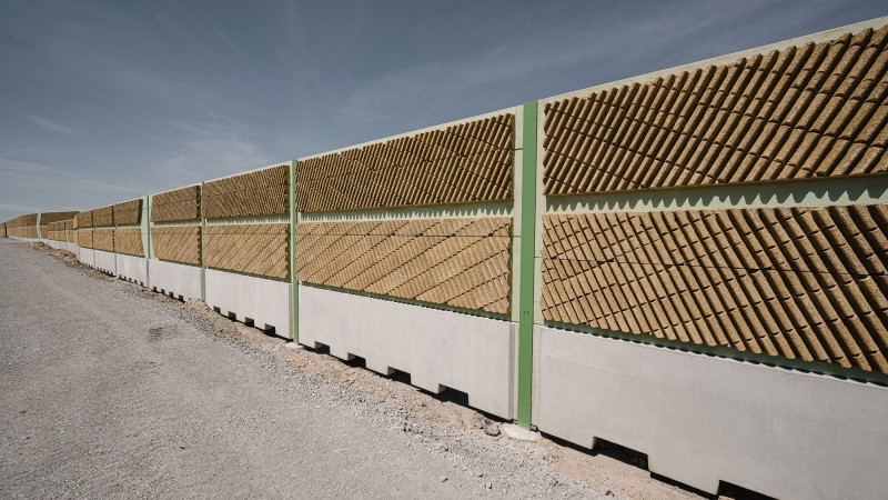 Lärmschutzwall der Havellandautobahn bei Berlin © Joel Kernasenko