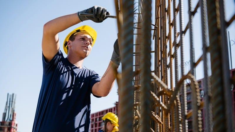HABAU Lehrling bei der Arbeit auf der Baustelle
